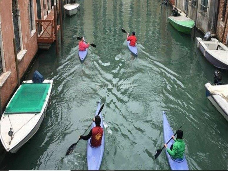 Per i canali di Venezia