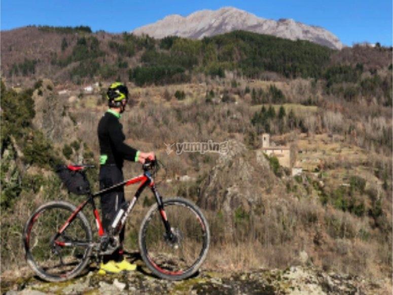 Mountainbike nella natura