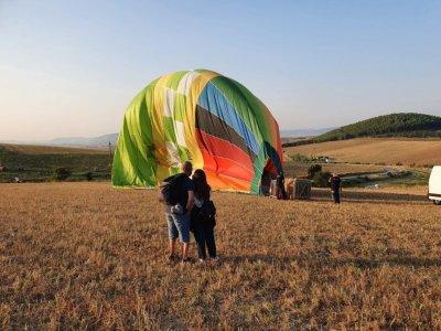 Couple flight in hot air balloon Terra delle Gravine 1H