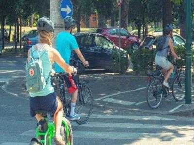 Tour in e-bike a Villa Borghese + picnic di 3 ore