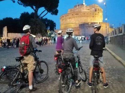 Tour notturno in ebike a Roma + aperitivo di 4 ore