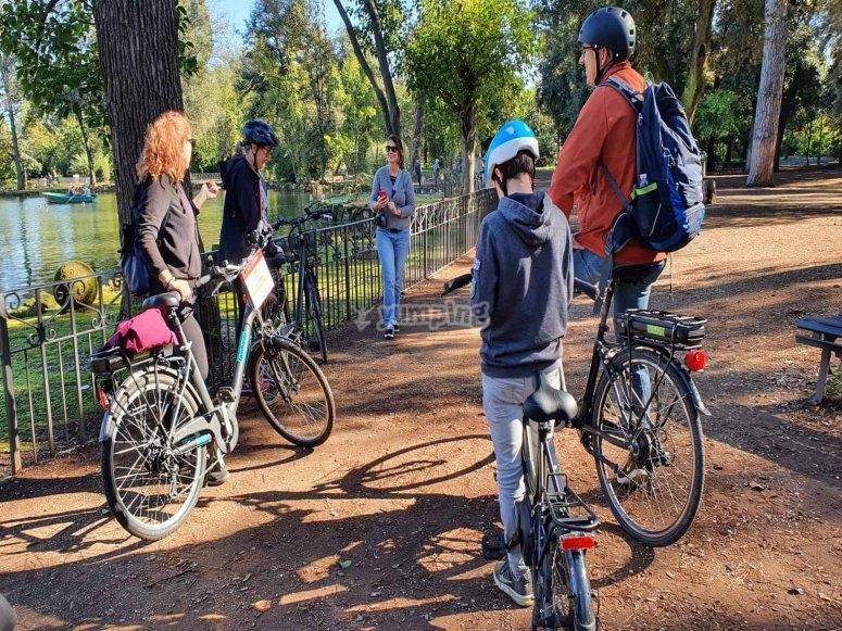 Ciclisti nel parco