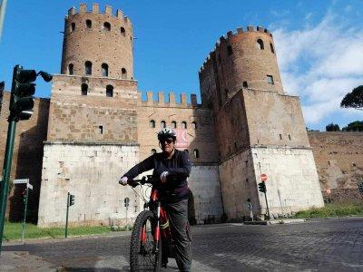 Wine tour in e-bike sull'Appia Antica di 8 ore