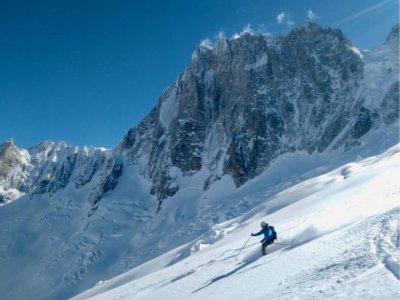 Ski alpin dans les Alpes piémontaises pendant 8 heures