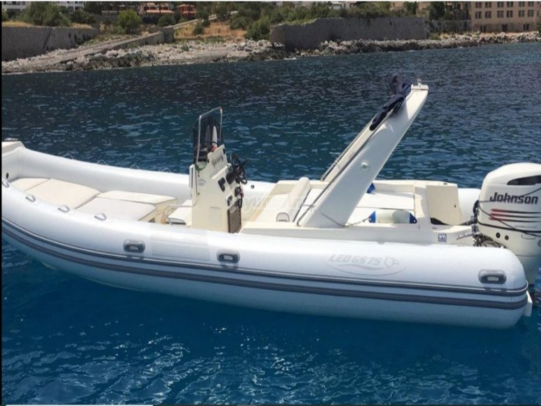 8 seater dinghy