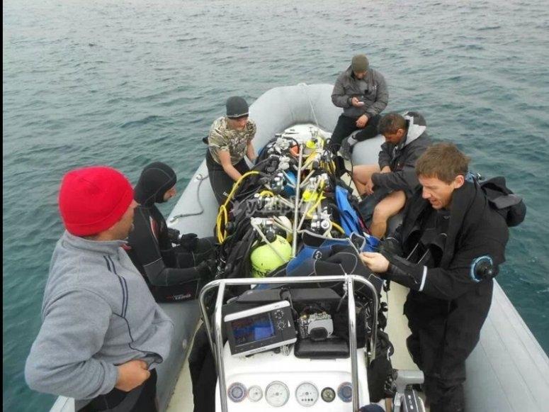 reach the dive site