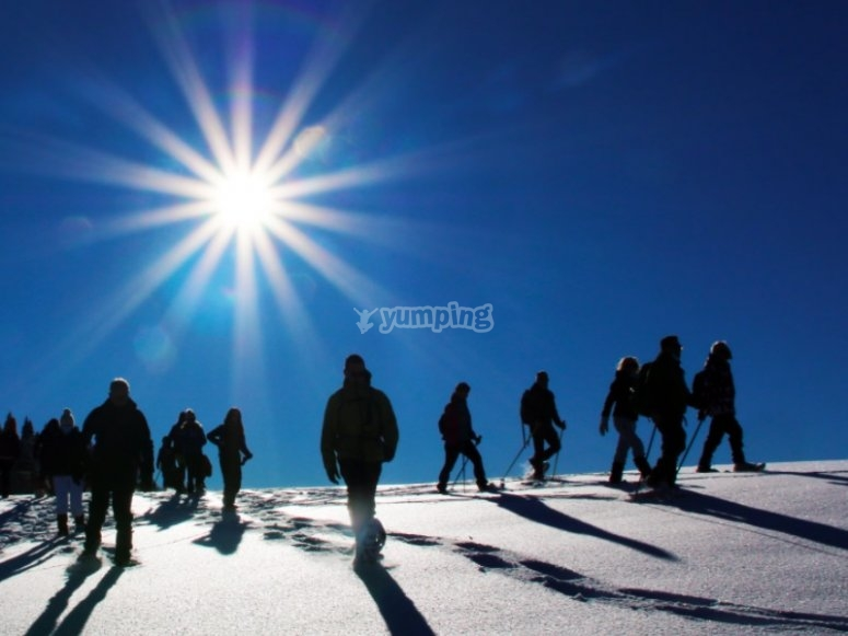 gruppi di escursionisti in ciaspole