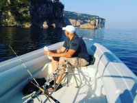 Pesca ricreativa nel Golfo di Napoli per 4 ore