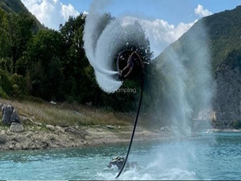 Spettacolari acrobazie in flyboard