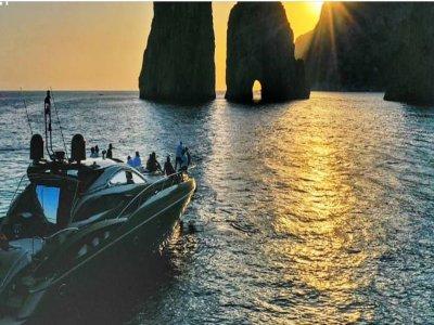 Escursione in barca a Capri per bambini di 9 ore