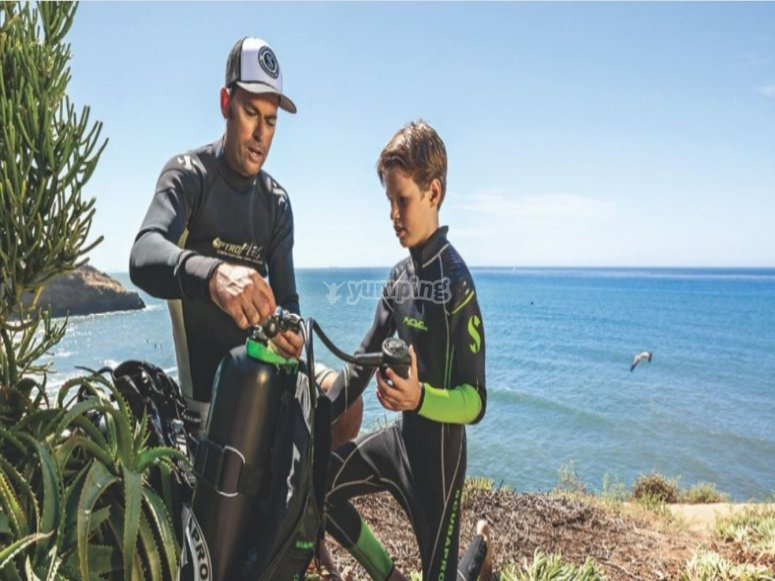 Preparing the diving equipment