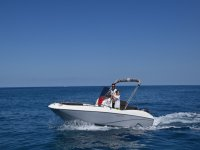 Jaguar SE rental boat