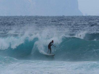 Lezione di surf nel Golfo di Palermo con video 1h