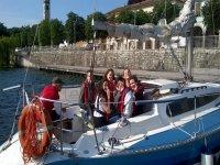 Ci salutano dalla barca