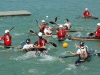 Canoa polo in azione
