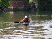Remando nel fiume