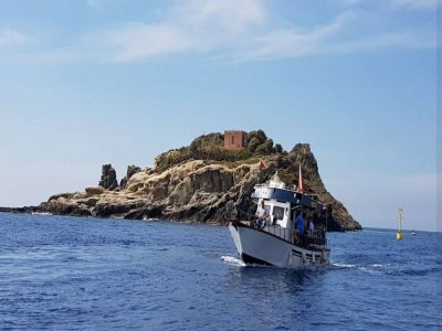 Boat trip with snorkeling in Acitrezza 2h