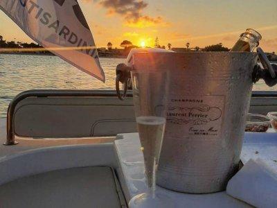 Tramonto in barca a Cagliari con aperitivo 3 ore30