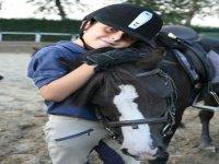 Abbracciando il pony