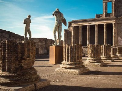 6-hour guided trekking to Stabia and Pompeii
