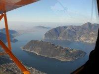 Sorvolando il Lago d'Iseo sul veivolo a motor