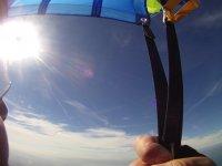 Volando nel cielo blu