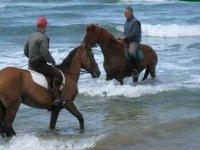 passeggiare in spiaggia in Sardegna