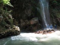 Sotto la cascata