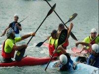 Allenamento di canoa Polo