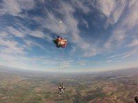 Si apre il paracadute