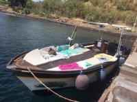 Una delle barche in pausa