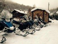 motoslitte sulla neve