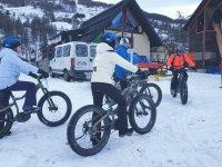 In gruppo sulle mountain bike