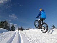 MTB sulla neve fresco