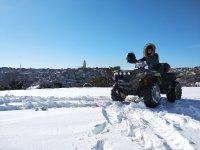 In posa sulla neve