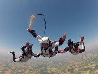 Lancio in paracadute con i tuoi amici