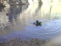 Sub acquea nel lago