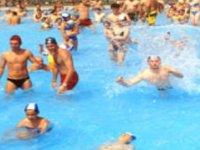 Nella piscina ad onde