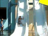 Scivolando verso la piscina