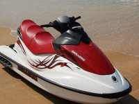 Moto d' acqua rossa e bianca