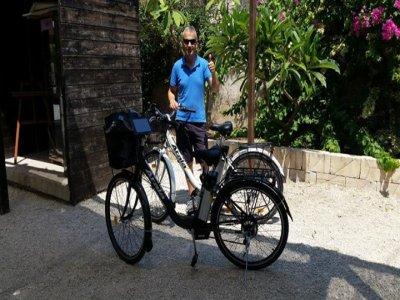 Siracusa tour on high tech bike