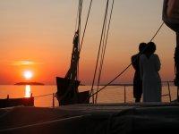 Sulla barca al tramonto