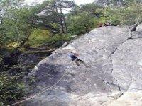 Parete rocciosa e scalatore