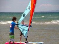 Bimbo in windsurf