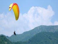 L'ambiente naturale del lago di Garda è valorizzato dal punto di vista unico che si ha solo volando