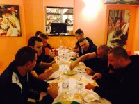 Cena tutti insieme dopo il lancio