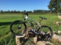 Una mountain bike