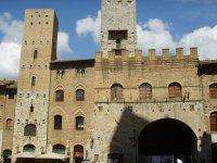 Piazza Duomo a San Gimignano