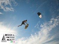 Salto con il kitesurf