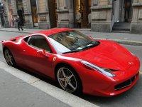 Ferrari in centro a Milano